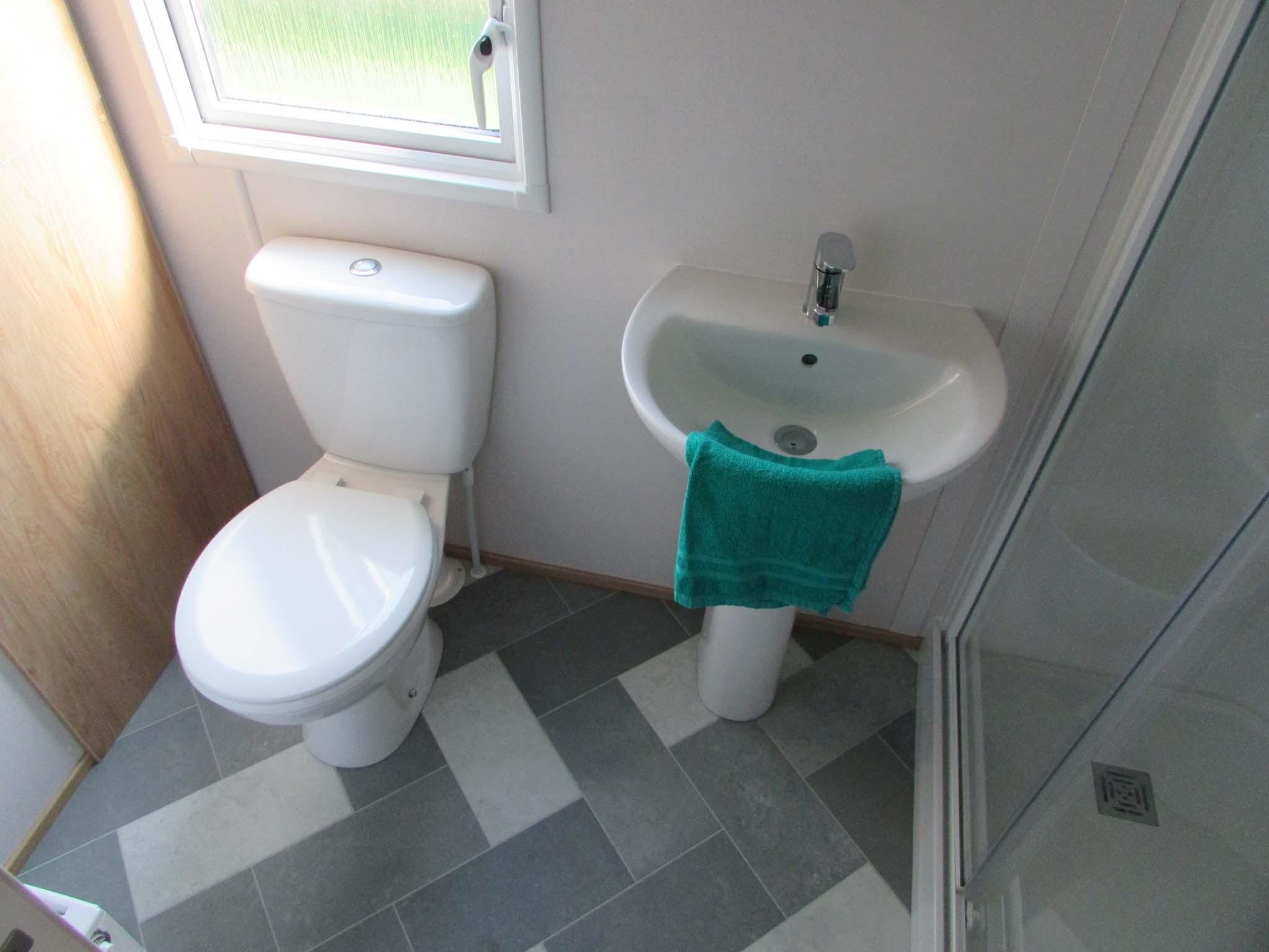 Carnaby Silverdale 2021 bathroom