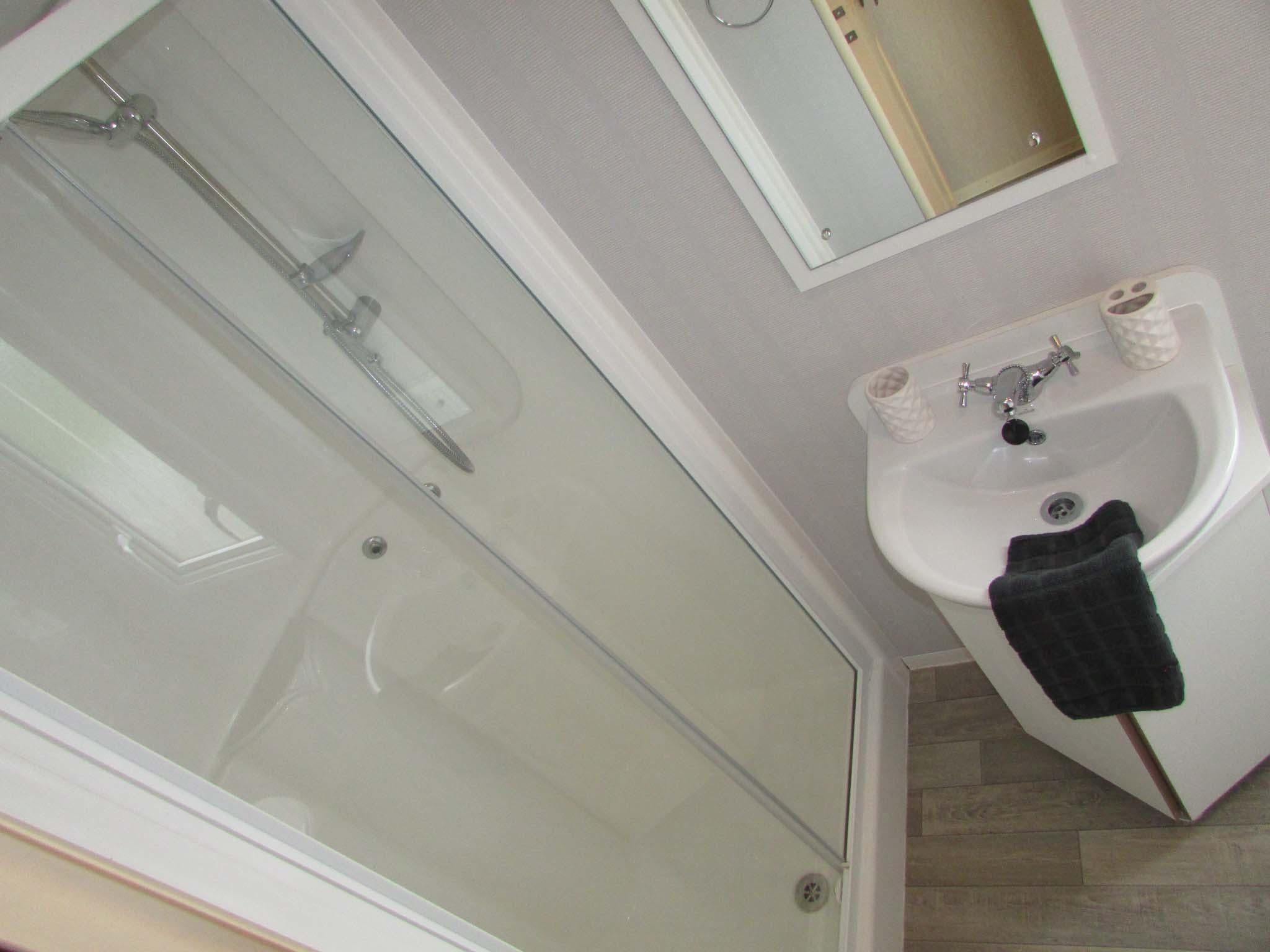 Willerby Rio Gold 2011 bathroom